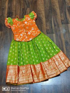 Girls Frock Design, Kids Frocks Design, Baby Frocks Designs, Kids Indian Wear, Kids Ethnic Wear, Kids Dress Wear, Kids Wear, Baby Girl Dresses Diy, Baby Frock Pattern