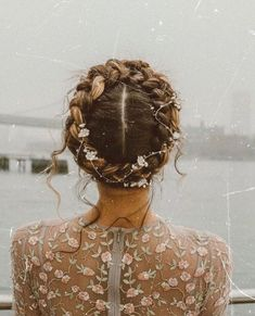 Bridal Hair Inspiration - Crown Braid - a slice o' pi Wedding Braids, Braided Hairstyles For Wedding, Bride Hairstyles, Pretty Hairstyles, Crown Braid Wedding, 1920s Hairstyles, Fall Hairstyles, Hairstyle Wedding, Hairstyles Videos