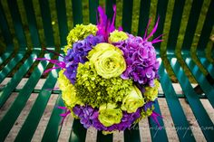 Look at this amazing Purple-Green Bridal with real Green Wedding, Wedding Flowers, Pinterest For Business, Bridal Bouquets, Photography Business, Feathers, Purple, Amazing, Wedding Bouquets