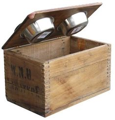 So so cute! A dog bowl/feeding station using an old crate. #dogfoodstation