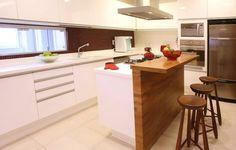 bancada de cozinha com ilha pequena
