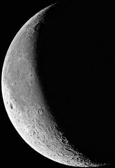 Google Image Result for http://www.ianridpath.com/moon/image/ESO%2520Moon.jpg