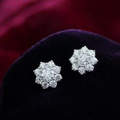 #leopizzo #earrings #snowflakes #luxury #accurate #exceptional #design #fioccodineve #brilliants #brillanti #orecchini #handmade #madeinitaly #rome #taormina #milano #selected #jewelry #gioielli#verona#venice#florence#capri#catania#naples#italia#italy