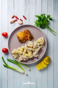 Sült csirkecombfilé, majonézes, lilahagymás karfiolsaláta #food #fooddelivery #gastroyal #chickenlegs