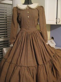 Early American Dress. Little House On the Prairie style.