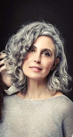 Natural Grey hair models showcasing their beautiful hair showing the world that silver hair is beautiful and that beauty is evident at every stage of life.alles für den Gentleman - www. Grey Curly Hair, Silver Grey Hair, Wavy Hair, New Hair, Curly Hair Styles, White Hair, Curls Hair, Long Hair, Pelo Color Plata