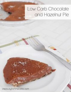 This low carb chocolate and hazelnut pie is SO easy to make - it needs only five ingredients! Sugar free, gluten free, and keto-friendly recipe. Low Carb Candy, Low Carb Sweets, Low Carb Desserts, Healthy Desserts, Easy Desserts, Low Carb Brownie Recipe, Keto Chocolate Recipe, Low Carb Chocolate, Sugar Free Sweets
