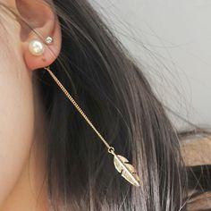 Boho Chic Pearl Feather Drop Chain Earrings Fashion Statment Bohemian Jewelry in Gold Ear Piercing Ideas -  pendientes de plumas de gota de perlas - www.MyBodiArt.com