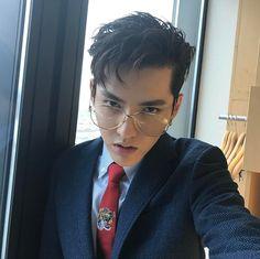 Wu Yifan Kris Wu, Rapper, Cute Funny Pics, Wu Yi Fan, Exo Members, Music Artists, Boy Groups, How To Look Better, Handsome