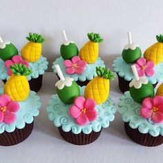 Fruit Birthday, Hawaiian Birthday, 13th Birthday Parties, Flamingo Cake, Flamingo Birthday, Flamingo Party, Aloha Party, Luau Party, Beach Cupcakes