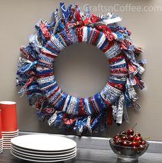 Easy Fourth of July Fringed Bandana Wreath. #FourthofJulyCrafts