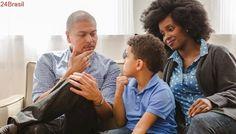 É hora daquele papo... | Falar sobre sexo com os filhos? Pai e mãe devem conversar juntos