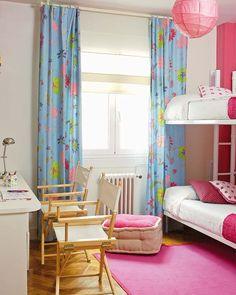 Un cuarto con literas abatibles