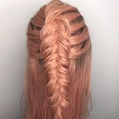 There is a hairstyle that will never go out of style: the braid. Because there are thousands of variations of the hairstyle classic. Whether twisted, twirled or braided, alternative Fishtail or Box Braids Hairstyles, Latest Hairstyles, Cool Hairstyles, Pirate Hairstyles, Unique Wedding Hairstyles, Fishtail Braid Hairstyles, Hairstyles Videos, Medium Hairstyles, Cabelo Ombre Hair