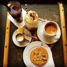Enjoying an afternoon with friends. Which coffee would you pick?  #instagood #instacoffee #coffee #icedcoffee #chocolate #cookie #photo #friends #enjoying #life #kaffee #eiskaffee #schokolade #freunde #foto #heimathafenwiesbaden #wiesbaden