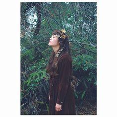 【kagamihara】さんのInstagramをピンしています。 《みんなが仕事してる中だらだらごろごろと過ごしてると思うとほんま幸せ . . いい天気だな〜 . . さっ、予定まで録りだめしたドラマでもみよ . . . 月曜は定休日でーす。 . . model @gurara___n photo @otsuka_sansuzu . . . #だらだら#ごろごろ#定休日 #撮影#写真#カメラ#ポートレート #一眼レフ#ロケ#森#ドライフラワー#岡山 #ヘアアレンジ#ヘアセット#波ウェーブ #編み込みアレンジ#ロープ編み #花#フラワー#アレンジ #hair#hairarrange#dryflower#photo #instagramjapan#instagood#like #okayama #ふぁーはん》