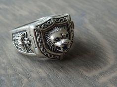 Online veilinghuis Catawiki: Zilveren zegel heiligen ring met wapenschild en een verborgen religieus wapen met kruis waarin robijn…