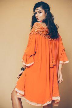 Vestido com Pala de Crochê - Novidades