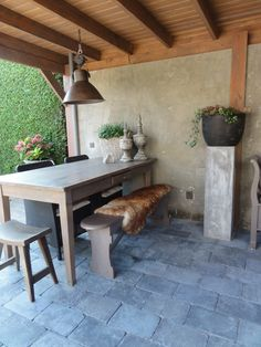 .Wow, super gaaf!! Home And Garden, Outdoor Rooms, Garden Living, Garden Furniture, Garden Inspiration, Outdoor Design, Patio Tiles, Hacienda Style, Outdoor Kitchen