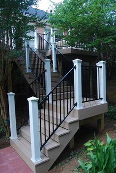 Deck railing isn't just a safety and security attribute. It can include a stunning visual to frame a decked location or veranda. These 36 deck railing ideas show you how it's done! Metal Deck Railing, Front Porch Railings, Deck Railing Design, Steel Railing, Deck Stairs, Deck Design, Railing Ideas, Hand Railing, Porch Pillars