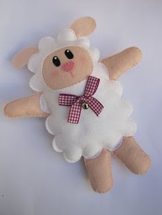 ornament craft: felt toy and gift Sheep Crafts, Doll Crafts, Sewing Crafts, Fabric Toys, Felt Fabric, Fabric Crafts, Diy Projects To Try, Craft Projects, Sewing Projects