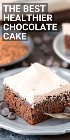 This is the best healthy chocolate cake at 175 calories per piece! No refined sugar, oil or butter – uses honey and greek yogurt. With a healthier frosting recipe that's only 2 ingredients. #healthychocolatecake #healthycake #sugarfreecake #weightwatcherscakeMore