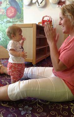 Liedjes zingen mét gebaren met baby's en kleine kinderen. Ze krijgen er geen genoeg van!