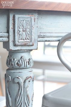Chippy light blue milk painted dining table in Bergere - MMS milk paint european color