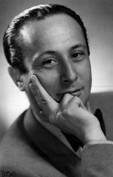 """Władysław """"Władek"""" Szpilman (5-12-1911 / 6-7-2000) fue un pianista y compositor judío-polaco. Szpilman es ampliamente conocido por la película """"El Pianista"""" de Roman Polanski, basada en su libro de memorias del mismo título en el que relataba como sobrevivió al Holocausto. En noviembre de 1998 Wladyslaw Szpilman fue honrado por el presidente de Polonia, con la Cruz de Comendador con la estrella de la Orden de Polonia Restituta."""