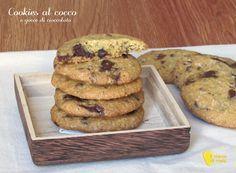 COOKIES AL COCCO CON GOCCE DI CIOCCOLATO #cookies #cocco #cioccolato #coconut #chocolate #chips #cookie #ricetta #recipe #senzaglutine #glutenfree #ilchiccodimais http://blog.giallozafferano.it/ilchiccodimais/cookies-al-cocco-gocce-cioccolato/