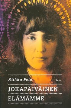 Riikka Pelo: Jokapäiväinen elämämme. Finlandia-voittaja 2013. Jouduin tekemään itselleni (ensimmäistä kertaa koskaan) päivittäisen lukukiintiön, jotta opus etenisi. Sen verran koukeroista oli kieli välillä. Mutta loppuun asti pääsin ja ylpeä olen siitä. Hieno ja monitasoinen kirja, joka valottaa Neuvostoliiton alkuvuosia ja Stalinin ajan paranoidia elämää, mutta kertoo myös loisteliaasti runoilijaäidin ja tämän tyttären kompleksisesta suhteesta.