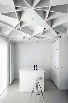 Incredible Casa de las Jacenas' Geometrical Design : Modern Barstool Glossy White Desk Geometric Architectural Ceiling Preety Black Glasses