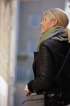Schal aus feinstem Loden aus 100% Merinowolle. Das Schultertuch besticht durch ein angenehmes Tragegefühl. Das Dreieckstuch ist personalisierbar durch ein individuelles Monogramm und somit ein perfektes Geschenk. Passend zum modernen Outfit und zu Dirndl und Tracht.----- Shawl made from finest loden from 100% merinowool.  Scarf, shoulder scarf. Suitable to modern outfits and traditional clothes like dirndl. Perfect personalised Gift. #scarf #austriandesign #merinowool Winter Outfits, Casual Outfits, Moderne Outfits, Minimal, Leather Jacket, Jackets, Gifts, Gift Ideas, Fall