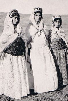Kurdish teen-girls in traditional cloths from Mahabad, 1941,