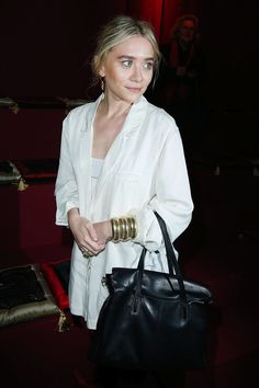 Ashley at H&M's F/W 2013 show in Paris wearing a white oversized jacket, a black Elizabeth and James satchel and gold Sidney Garber brac. Ashley Olsen, Mary Kate Ashley, Mary Kate Olsen, Olsen Fashion, La French, Olsen Twins Style, Olsen Sister, Ashley Black, James White