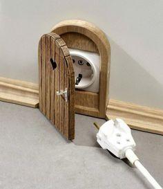 Puerta que esconde enchufes Muy Alicia en el País de las Maraviillas!! Quiero!!