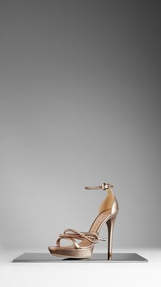 Burberry Sandals in Metallic Leather (425€)