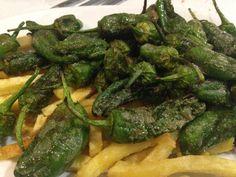 BODEGA FUENTE DE (Santander). PImientos de padrón con patatas fritas.