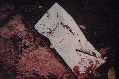 A bloody envelope found at the crime scene used as evidence in the OJ Simpson 1995 murder trial. Ronald Goldman, Oj Simpson, Black Hole Sun, Celebrity Deaths, Serial Killers, True Crime, 1990s, Envelope, Scene