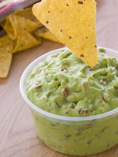 How long does guacamole last? Use our food expiration tables, tips and FAQs to get the maximum shelf life of your guacamole. Super Healthy Recipes, Clean Recipes, Easy Recipes, Healthy Food, Baby Food Recipes, Mexican Food Recipes, How To Make Guacamole, Happy Kitchen, Appetisers