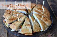 Een Turks Brood taart is natuurlijk heel eenvoudig maar superleuk om te serveren. Lunch Snacks, High Tea, Turks, Mashed Potatoes, Catering, Buffet, Sandwiches, Good Food, Brunch