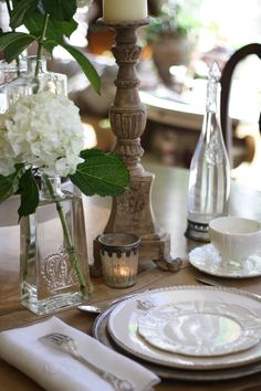 Simple, beautiful table setting - created by French Kissed White Table Settings, Beautiful Table Settings, Place Settings, Dresser La Table, Decoration Table, Dining Decor, Deco Table, Home Living, Dinner Table