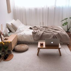 32 Inspiring Minimalist Bedroom Design Ideas - If you're thinking of redecorating your home in a minimalist style, you might want to start with the bedroom. Many of us prefer open space and a crisp. Small Room Interior, Small Room Bedroom, Room Ideas Bedroom, Home Decor Bedroom, Cozy Small Bedrooms, Korean Bedroom Ideas, Comfy Bedroom, Diy Bedroom, Bedroom Layouts For Small Rooms