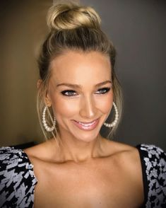 Anna Heinrich wears the Halo Pearl Hoops Earrings by Kenneth Jay Lane. Available at Pierre Winter Fine Jewels. Anna Heinrich, Beauty Makeup, Hair Beauty, Pearl Earrings, Hoop Earrings, Pearl White, Wedding Makeup, Ear Piercings, Natural Gemstones