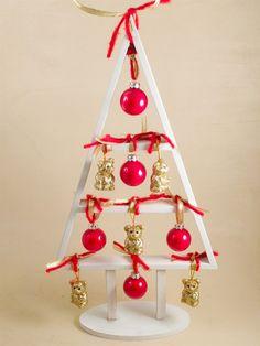 Albero Di Natale In Legno Stilizzato Con Decorazioni Natale Eggs