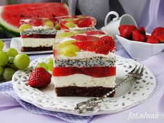 """Tulip"" with peaches Polish Recipes, Polish Food, Plated Desserts, Vanilla Cake, Tiramisu, Ale, Cake Recipes, Sweet Tooth, Cheesecake"
