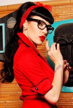 rockabilly pin-up model Michelline Pitt Rockabilly Pin Up, Rockabilly Fashion, Retro Fashion, Vintage Fashion, Pin Up Girls, Estilo Pin Up, Pin Up Models, Gothabilly, Up Dos