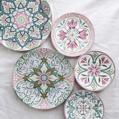 click now for info. Painted Ceramic Plates, Ceramic Decor, Hand Painted Ceramics, Ceramic Painting, Ceramic Art, Pottery Painting Designs, Pottery Designs, Glazes For Pottery, Ceramic Pottery