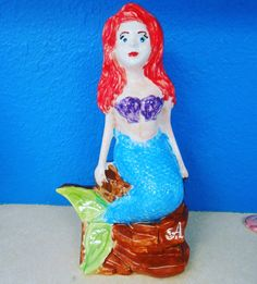 Such pretty eyes painted on this big mermaid bank by a great friend!