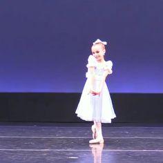 Ballet Dance Videos, Ballet Dancers, Shall We Dance, Lets Dance, Ballerini, Dance Poses, Zoella, Ballet Beautiful, Aesthetic Pastel Wallpaper